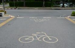 Майна велосипеда на дороге асфальта на соединении Стоковая Фотография RF