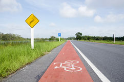 Майна велосипеда на дороге на сельской местности в Phatthalung Стоковые Фотографии RF