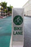Майна велосипеда около дороги в городе Стоковая Фотография RF