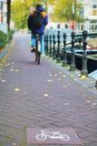 Майна велосипеда подписывает внутри Амстердам Стоковые Фото