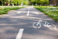 Майна велосипеда с белым знаком велосипеда Стоковые Фотографии RF