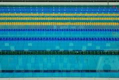 майна выравнивает заплывание бассеина Стоковые Фотографии RF