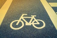 Майна для велосипеда на дороге (фильтрованном годе сбора винограда обрабатываемом изображением Стоковые Изображения