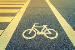 Майна для велосипеда на дороге (фильтрованном годе сбора винограда обрабатываемом изображением Стоковые Изображения RF