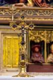 МАЙНЦ, ГЕРМАНИЯ - 14-ОЕ МАЯ: Золото-украшенная деталь помпезного высокого алтара церков ` s St Stephan Стоковые Изображения