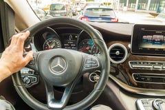 Майнц, Германия - 12-ое ноября 2017: Водитель за колесом m Стоковые Фото