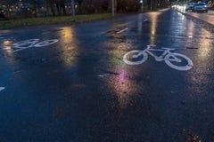 Майны велосипеда во время дождливого дня стоковые фото
