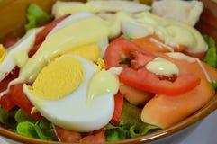 Майонез заправки для салата вареного яйца в шаре Стоковая Фотография RF