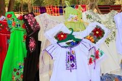 Майяская вышивка Юкатан Мексика платья женщины Стоковая Фотография RF