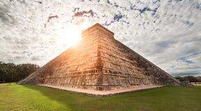 Майяская пирамида Kukulcan El Castillo Chichen-Itza, Мексика Стоковые Изображения RF