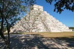 Майяская пирамида Kukulcan El Castillo в Chichen Itza Стоковое Фото
