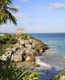 Майяские руины и море Carraibean в Tulum Стоковые Изображения