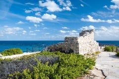 Майяские руины на пункте стоковые изображения