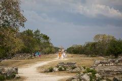 Майяский городок Dzibilchaltun расположенное к северу от города, который имел свое большее великолепие в 600 и 900 стоковое изображение