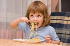макаронные изделия влюбленности малышей Стоковая Фотография RF