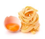 макаронные изделия гнездя fettuccine яичка итальянские Стоковое фото RF