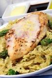 макаронные изделия еды цыпленка груди Стоковое Изображение