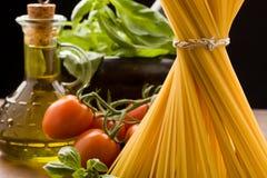 макаронные изделия итальянки ингридиентов Стоковые Фото