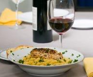 макаронные изделия обеда цыпленка стоковое изображение rf