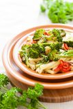 Макаронные изделия с brokkoli и перцем Стоковое Изображение