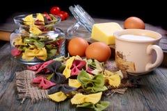 Макаронные изделия, яичка, сыр и сливк. Стоковая Фотография RF