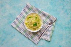 Макаронные изделия vegan цукини сырцовые с на плитой vegetarian еды здоровый Стоковое фото RF