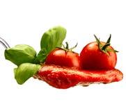 Макаронные изделия базилика и томатный соус Стоковое Изображение RF