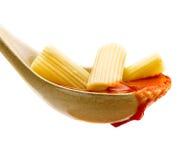 Макаронные изделия базилика и томатный соус Стоковая Фотография