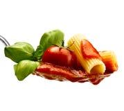 Макаронные изделия базилика и томатный соус Стоковое Изображение