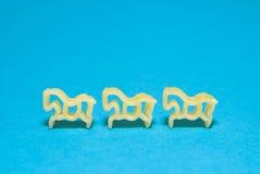 Макаронные изделия в форме животных на голубой предпосылке Стоковое Фото