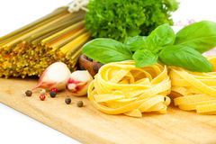 макаронные изделия гнездя fettuccine итальянские Стоковая Фотография RF