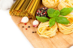 макаронные изделия гнездя fettuccine итальянские Стоковые Фото