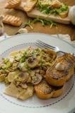 Макаронные изделия гриба, лук-порея и астрагона Стоковая Фотография RF