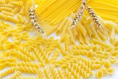 Макаронные изделия и 3 колоска крупного плана пшеницы Стоковая Фотография RF