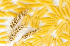 Макаронные изделия и 3 колоска пшеницы Стоковые Фотографии RF