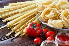 Макаронные изделия и соус свежих томатов Стоковая Фотография RF