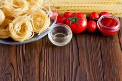 Макаронные изделия и соус свежих томатов Стоковые Изображения