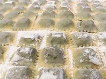 Макаронные изделия равиоли традиционной заполненные итальянкой ручной работы дома Стоковое Фото