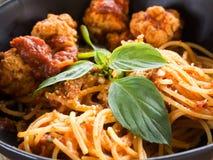 Макаронные изделия спагетти крупного плана с фрикадельками Стоковые Фото