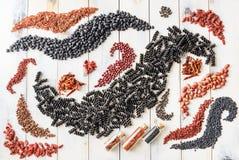 Макаронные изделия с spirulina, фасолями и семенами Стоковые Изображения