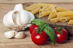 Макаронные изделия, томат и чеснок Стоковые Фото