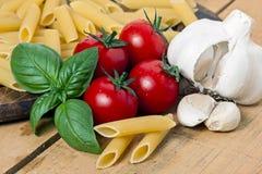 Макаронные изделия, томат и чеснок Стоковые Изображения RF