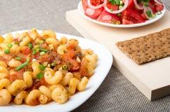Макаронные изделия Cavatappi с соусом потушенного крупного плана овощей Стоковая Фотография