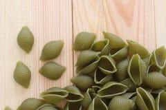 Макаронные изделия Tricolors, итальянские макаронные изделия, регулярн макаронные изделия, мини макаронные изделия раковин, Стоковая Фотография