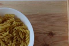 Макаронные изделия Tricolors, итальянские макаронные изделия, регулярн макаронные изделия, мини макаронные изделия раковин, Стоковое Фото