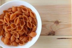 Макаронные изделия Tricolors, итальянские макаронные изделия, регулярн макаронные изделия, мини макаронные изделия раковин, Стоковое Изображение