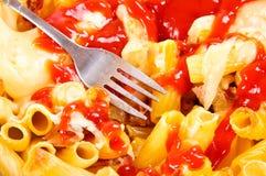 Макарон и ketchup Стоковые Фото