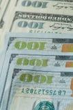 Макрос близкий вверх стороны ` s Бен Франклина на США 100 долларов Стоковое Изображение RF