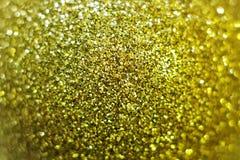 Макрос золотого сияющего шарика рождества Стоковые Изображения RF