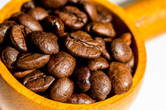 макрос кофе завтрака фасолей идеально изолированный над белизной Стоковое Изображение RF